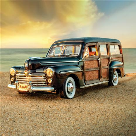 1948 Ford Woody (Black/Brown)