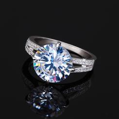 DiamondAura® Avalon Ring